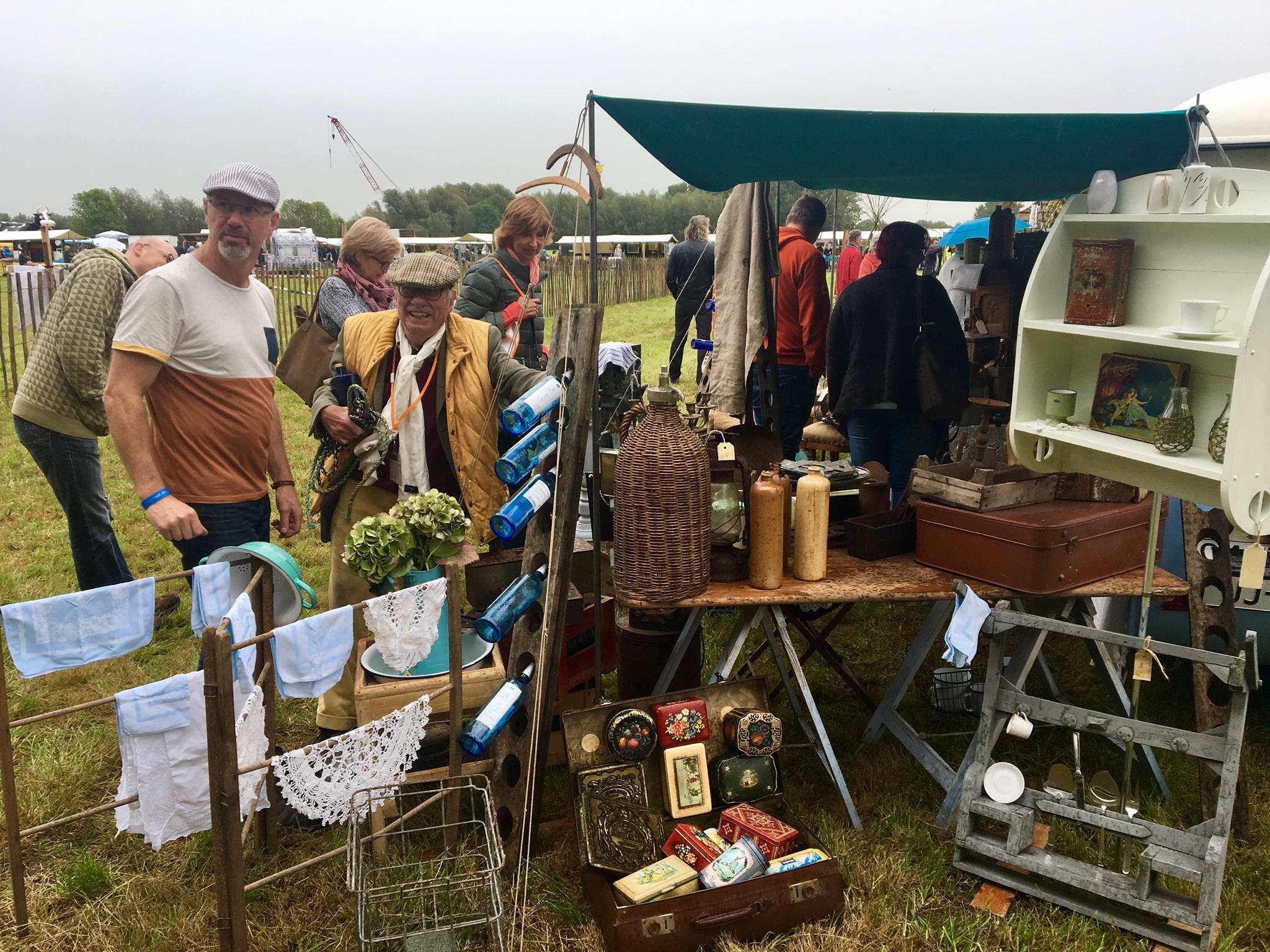 Brocanten op het buitendijkse voorterrein tijdens Donckse Family Fair 2017