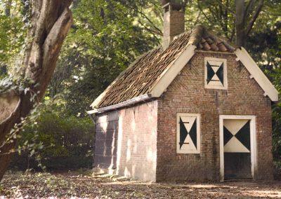 Het Kinderspeelhuisje - miniatuur Boerenwoning in het Donckse Bos - Rijksmonument